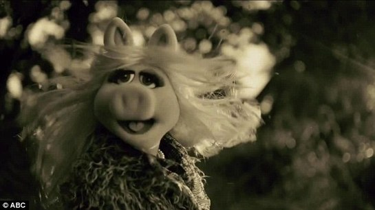 VIDEO Adele, ironizată ca fiind Miss Piggy, la AMA