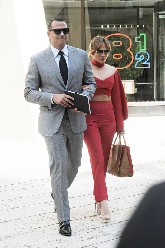 Primele fotografii de cuplu cu Jennifer Lopez şi Alex Rodriguez. Sportivul a confirmat idila