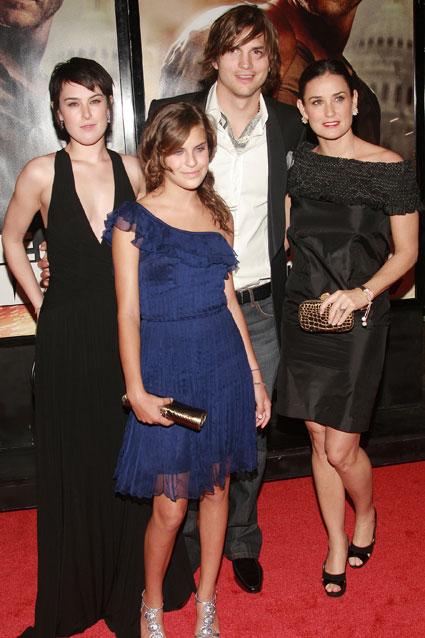 Ashton Kutcher suferă că i-a fost interzis să se vadă cu cele trei fiice ale lui Demi Moore