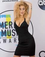 Lady Gaga a revenit la vechile obiceiuri. Abia se ţinea pe picioare în seara premiilor AMA