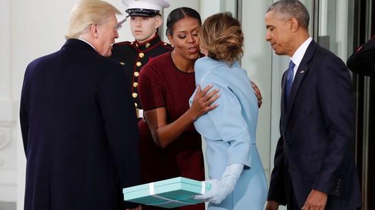 Michelle Obama a dezvăluit ce cadou a primit de la Melania Trump în Ziua Inaugurării. Aceasta din urmă a încălcat protocolul!