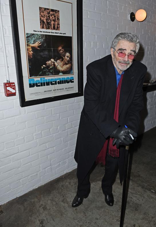Burt Reynolds (82) abia se mai ţine pe picioare. Starea lui de sănătate este precară