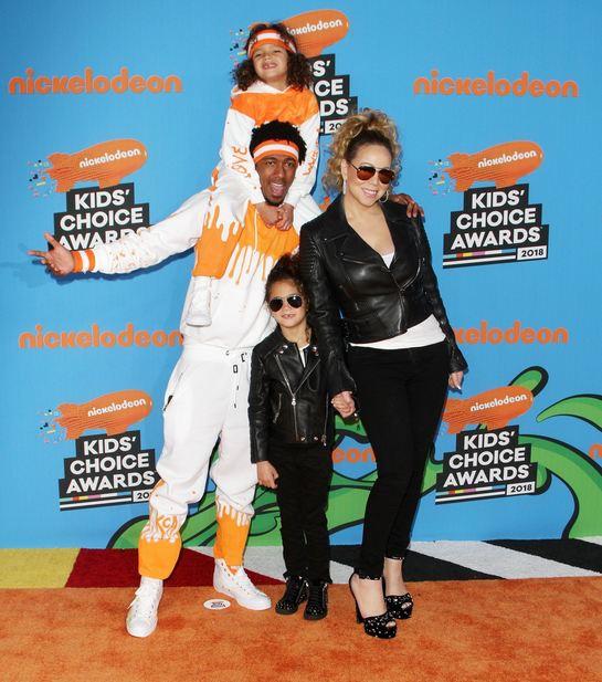 Pe covorul roşu, în familie! Mariah Carey, alături de fostul soţ şi gemenii lor