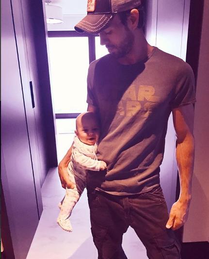 Enrique Iglesias, cel mai drăgăstos tată. Iată cum îşi petrece timpul cu gemenii!