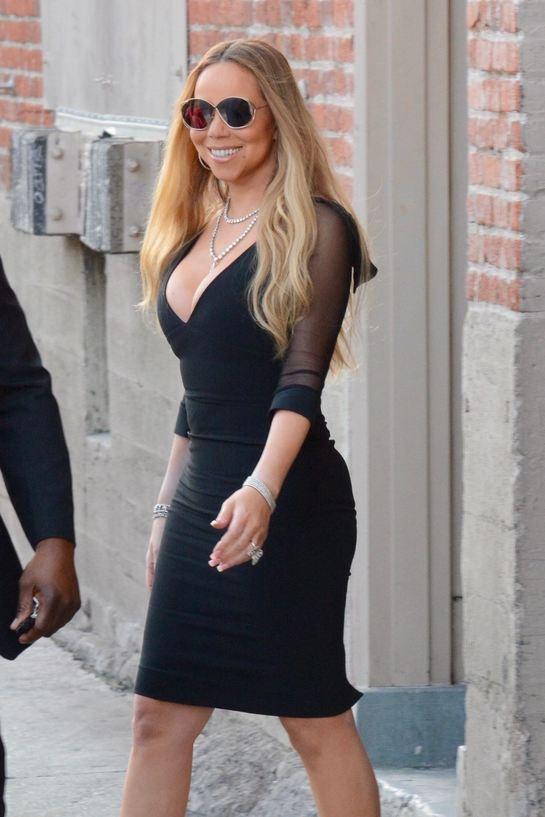 Sexy diva! Mariah Carey, într-o rochie mulată şi cu un decolteu ameţitor