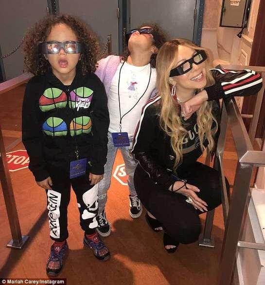 Extravaganţă? Băiatul artistei Mariah Carey a făcut cheltuieli online în valoare de 5000 de dolari