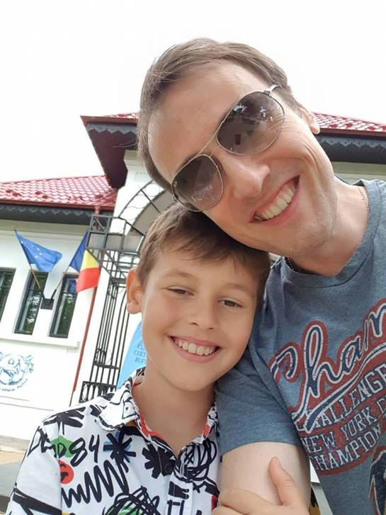Fiul lui Călin Geambaşu e talentat şi la pian, nu doar la tobe! FOTO&VIDEO