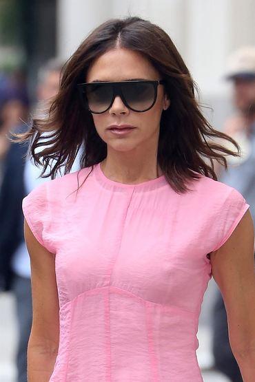 Victoria Beckham, apariţie sexy pe străzile din Londra. Nu purta sutien!