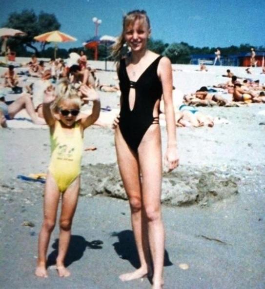 Fotografii de colecţie cu Delia pe vremea când era foarte slabă! Cine şi-o mai aminteşte aşa?