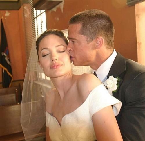 Atracţia dintre Angelina şi Brad a fost vizibilă în timpul filmărilor pentru Mr. & Mrs. Smith
