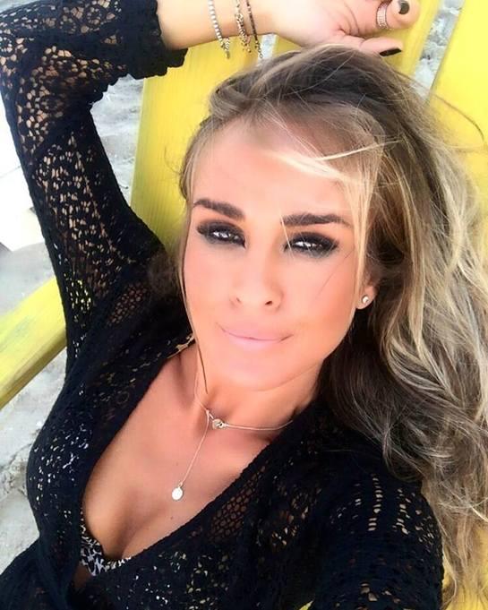 Diana Munteanu, regina selfie-urilor