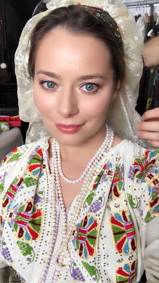 Vedete în costum popular de Ziua României