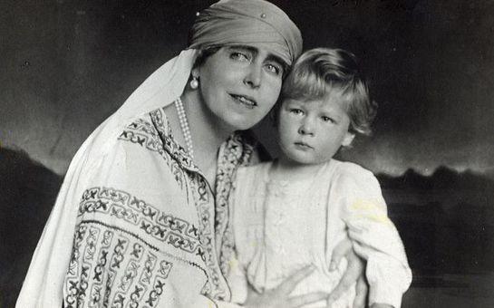 Copilăria Regelui Mihai în fotografii. Ipostaze inedite alături de bunici şi de părinţi!