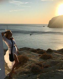 Dana Săvuică şi-a prelungit vara cu o vacanţă în Santorini