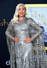 Kitsch ori stilată? Lady Gaga,  pe covorul roşu într-un outfit all-silver