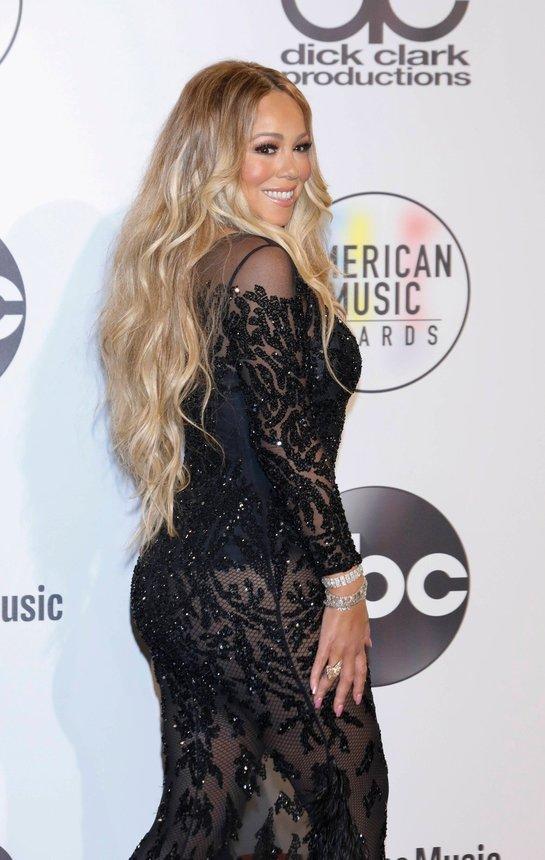 S-a văzut tot! Mariah Carey, într-o rochie transparentă prin care i s-a văzut lenjeria intimă