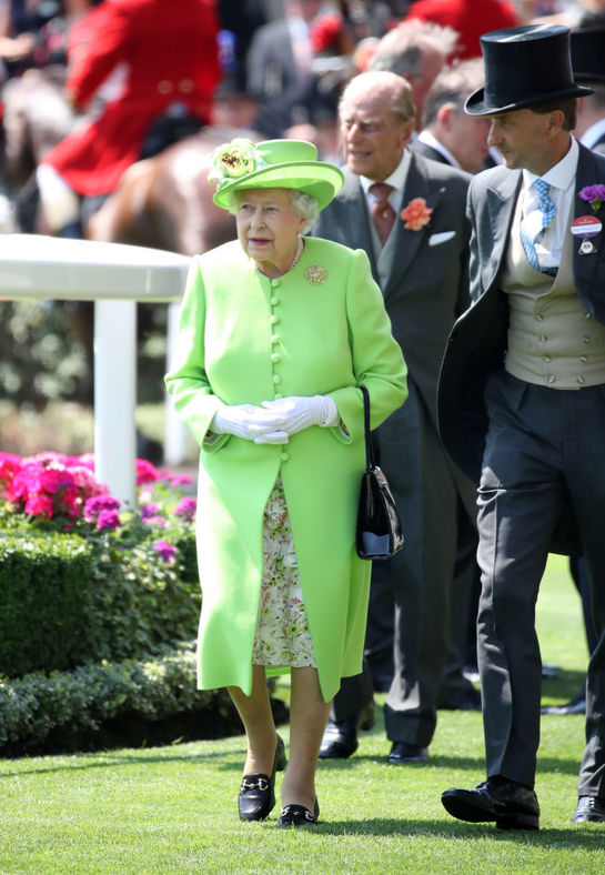 Regina Elisabeta poartă bani la ea doar într-o anumită zi a săptămânei. Iată de ce!