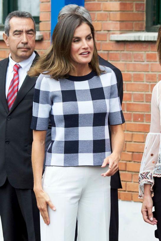 Care-i secretul ei? Regina Letizia a Spaniei, slabă, şic şi superbă la început de an şcolar