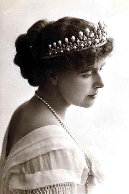 Regina Maria, primul cap încoronat care a făcut reclamă la creme şi parfumuri FOTO