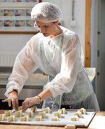Ai fi zis că se pricepe la prăjituri? Uite-o pe Principesa Maria la bucătărie FOTO