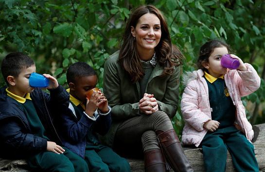 Kate Middleton şi-a încheiat concediul de maternitate. Uite cât de bine arată în prima ei vizită oficială!