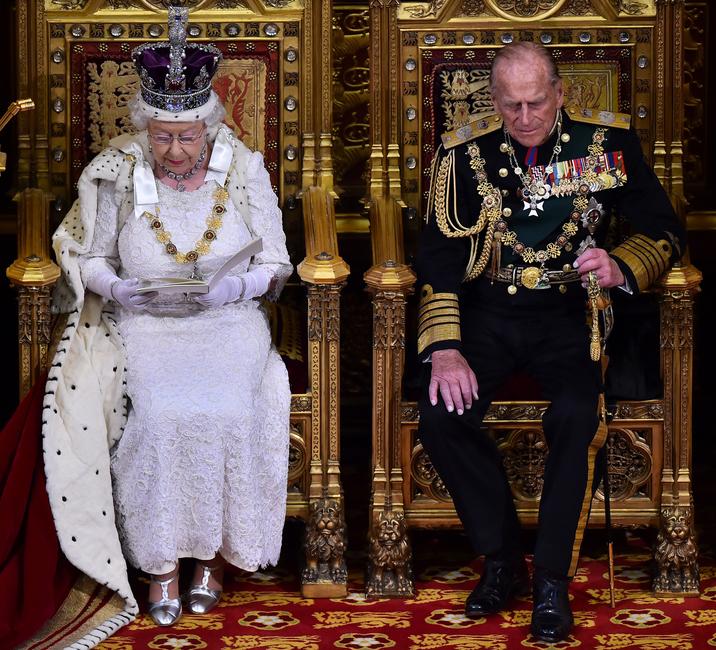 Stridiile sunt interzise la cinele oficiale, deoarece nici Regina, nici Regele consort nu le preferă.