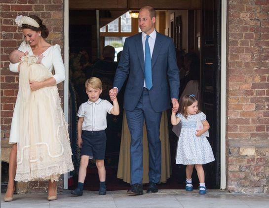 De ce poartă Kate, mereu, culoarea ivoire la botezuri?