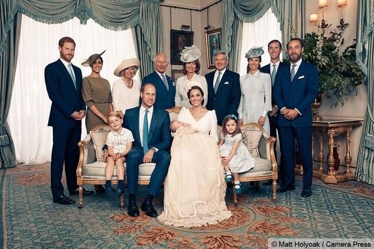Cele mai emoţionante imagini din acest an. Prima poză oficială cu Prinţul Louis şi Kate Middleton face înconjurul internetului!