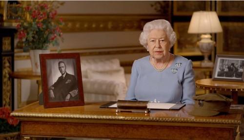 Se zvoneşte că suverana britanică ar fi comandat un test de fertilitate pentru Diana & Charles.
