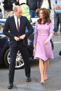 Kate Middleton a topit kilogramele acumulate pe timpul sarcinii. Iat-o la prima îndatorire regală comună cu soţul ei
