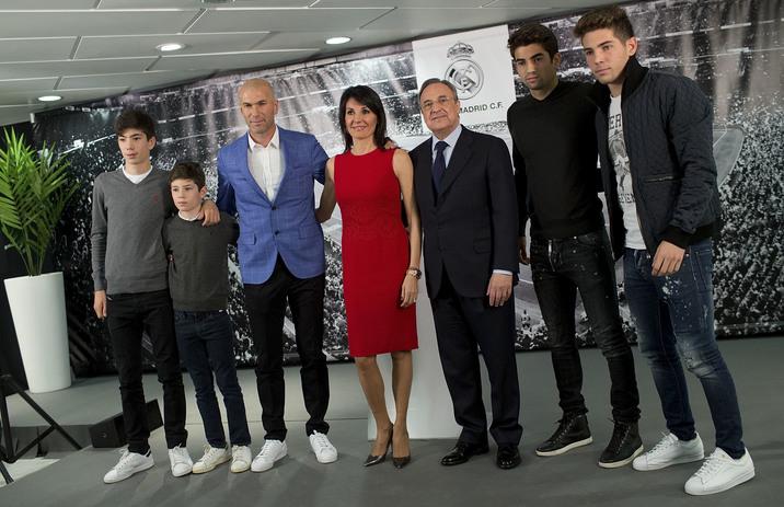 Toţi cei patru fii ai cuplului visează la o carieră în fotbal.