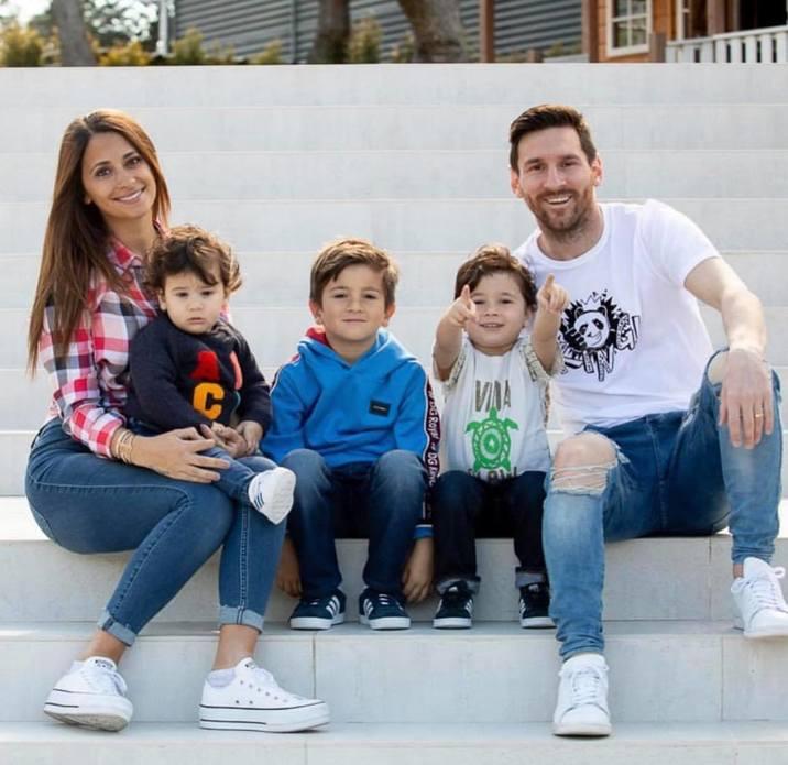 Cei doi au împreună trei fii: Thiago, Mateo şi Cyrus.