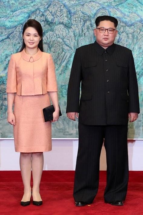 Alături de sora sa, Kim Yo Jung
