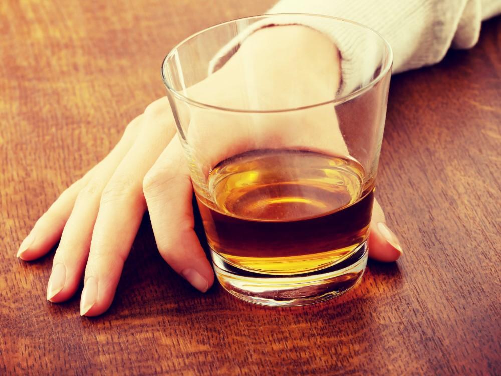 STUDIU Bei alcool puţin sau moderat? Acest obicei îţi poate aduce beneficii asupra creierului
