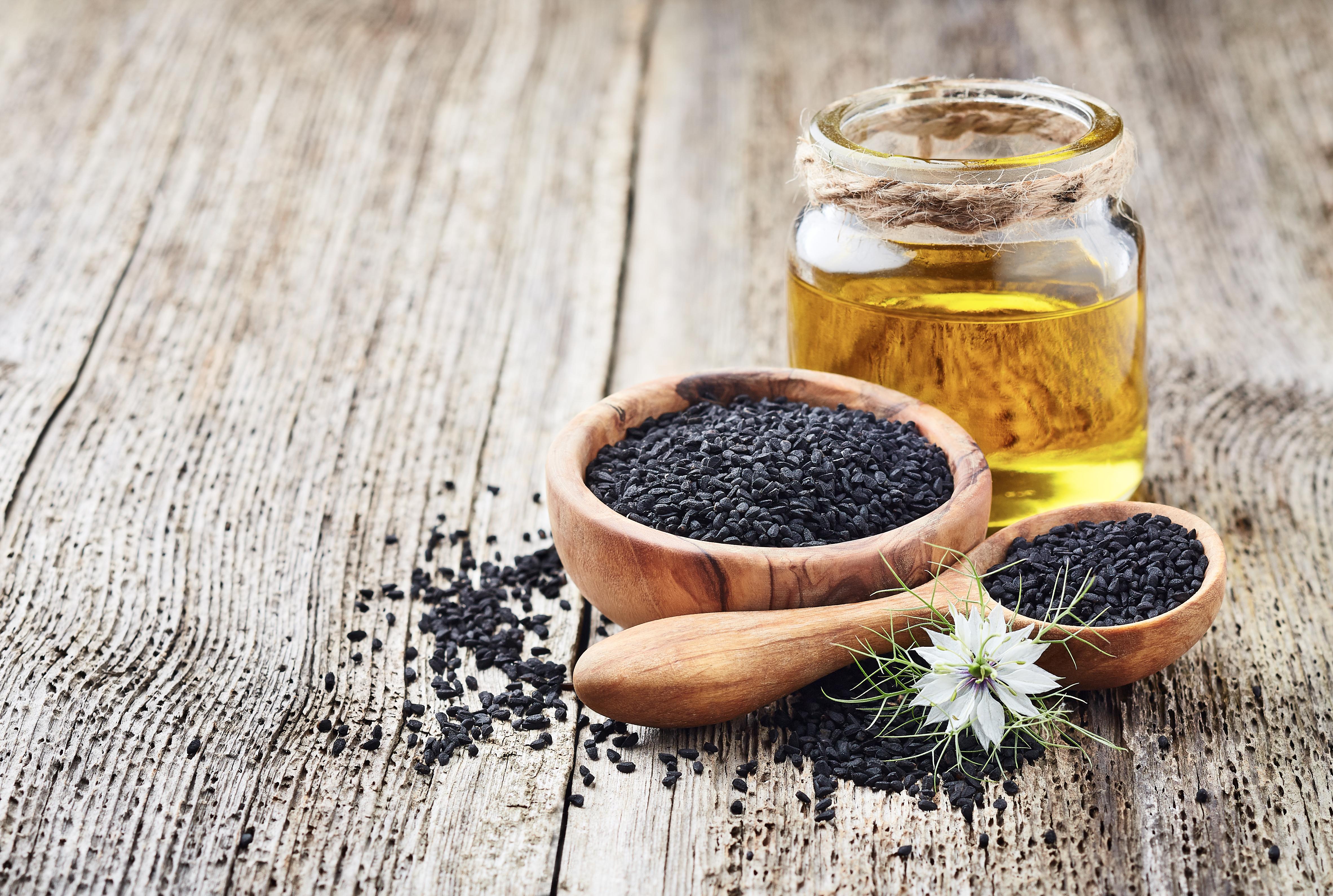 Beneficiile uleiului de negrilică includ şi efectul calmant în caz de crize de astm