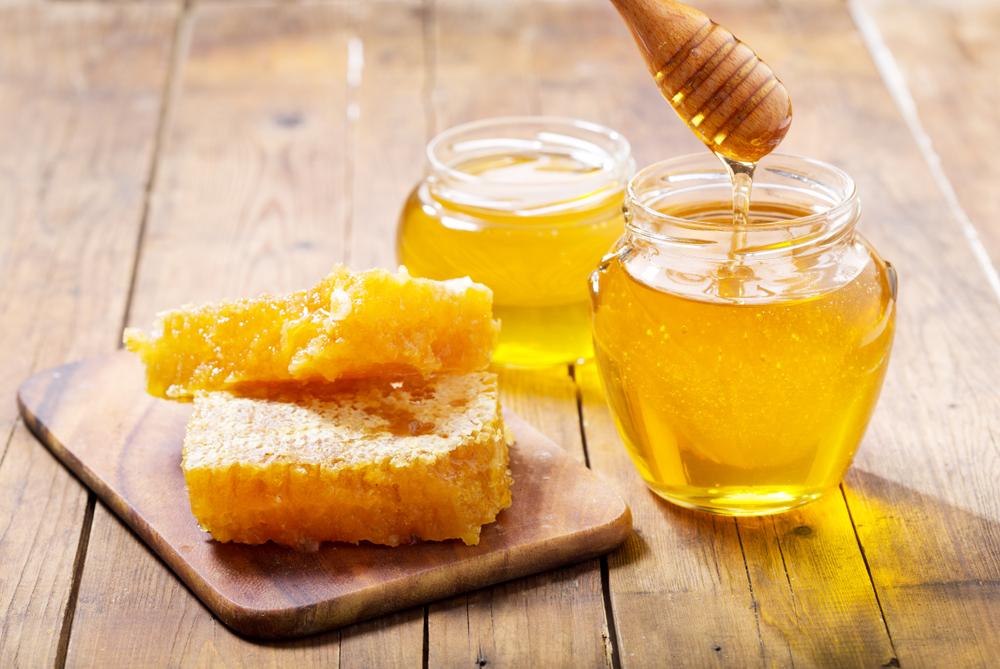 De ce mierea de albine nu expiră niciodată. Este comestibilă chiar şi după mii de ani