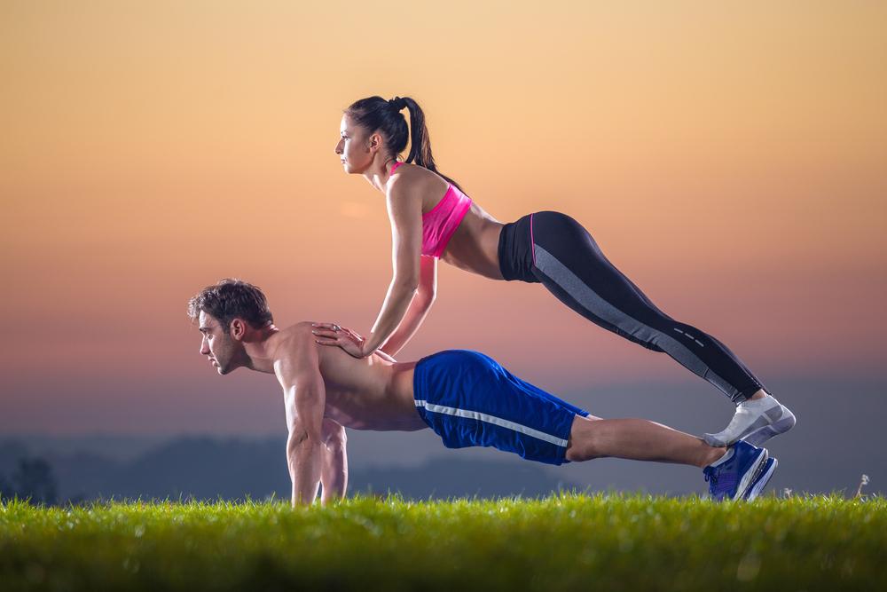 Execută aceste exerciţii şi îţi vei schimba cupa la sutien. Sânii îşi vor recăpăta şi fermitatea