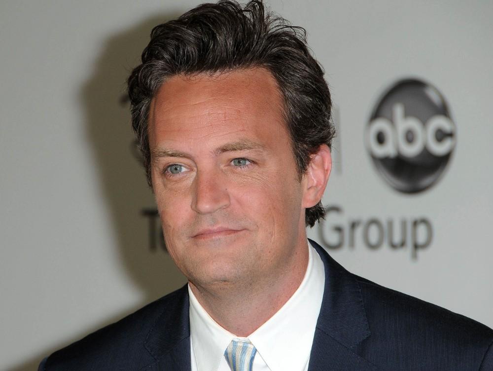 """Diagnosticul de pancreatită nu l-a făcut pe Chandler din """"Friends"""" să renunţe la băutură"""