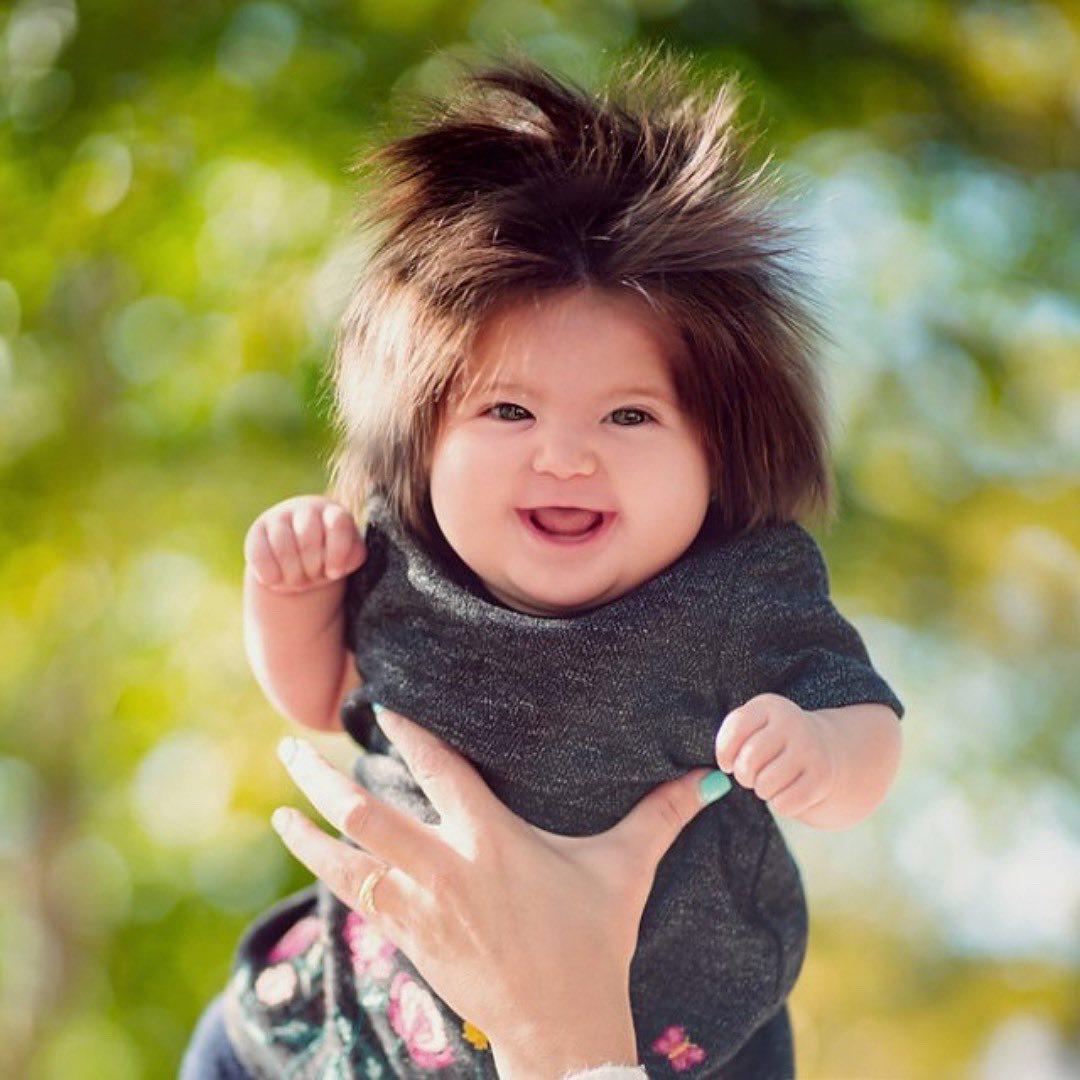 Fetiţa Rapunzel există: la doar 1 an i-a uimit pe toţi cu podoaba ei capilară