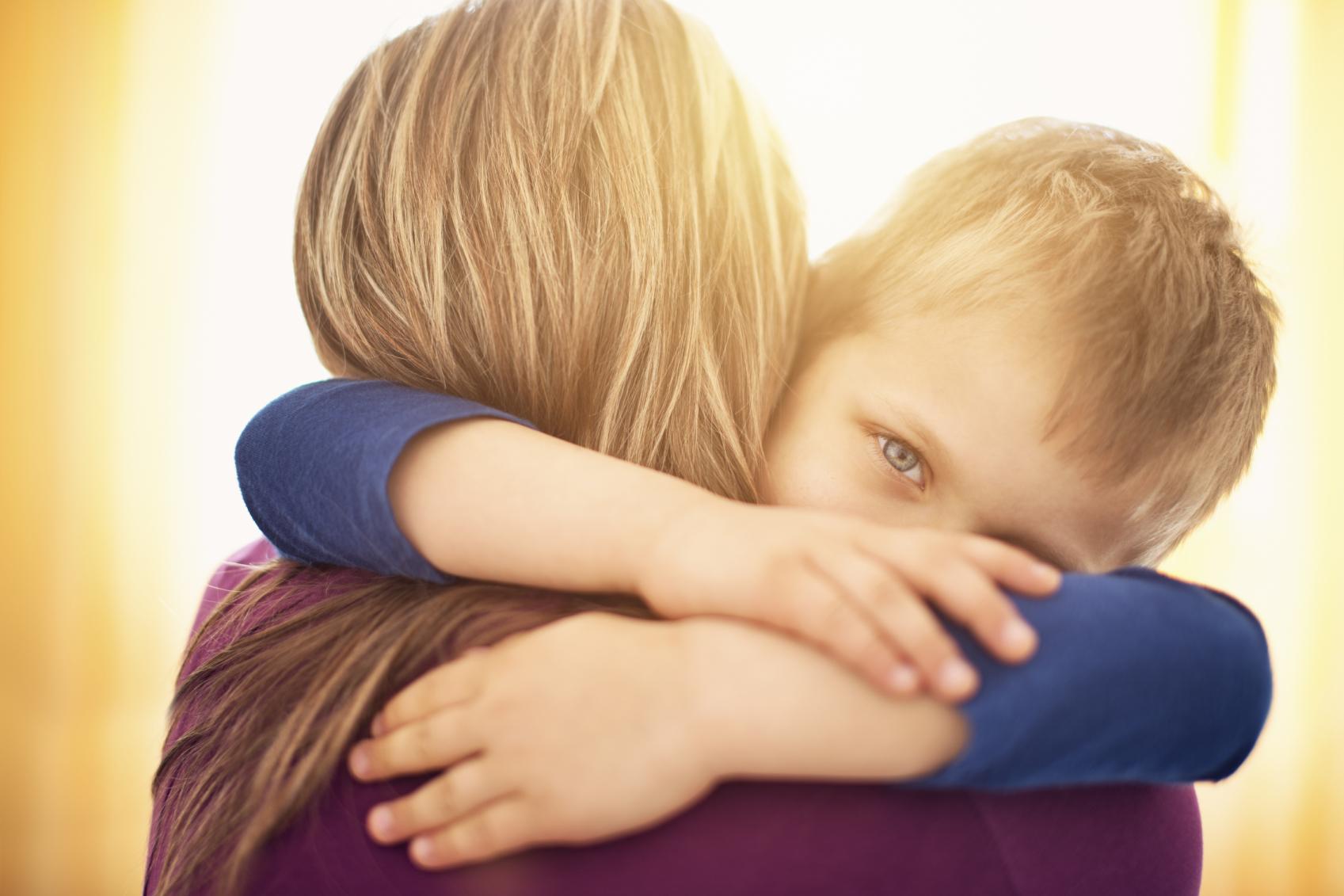 """Scrisoarea înduişătoare a unui copil: """"Dacă eu nu te compar cu altă mamă, tu de ce mă compari cu alt copil?"""""""