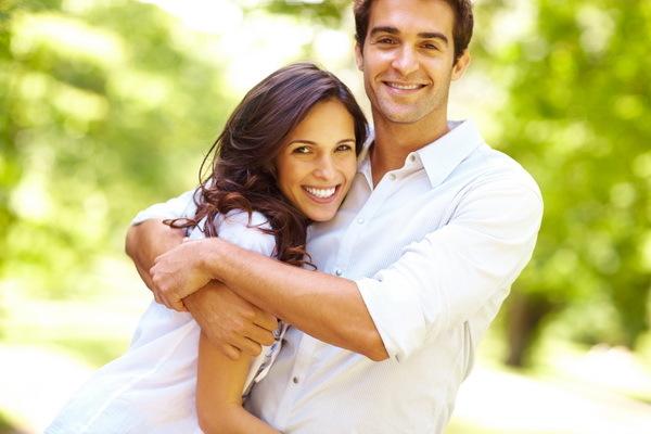 Cum să ai o relaţie fericită? Sfaturi de la cupluri căsătorite