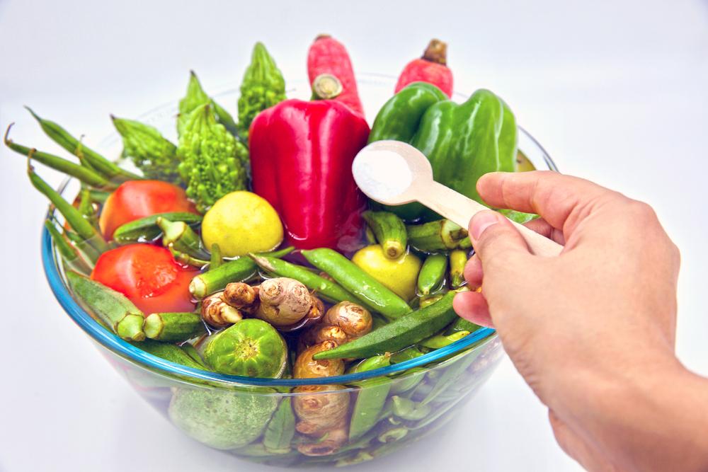 Cum eliminăm pesticidele din fructe şi legume