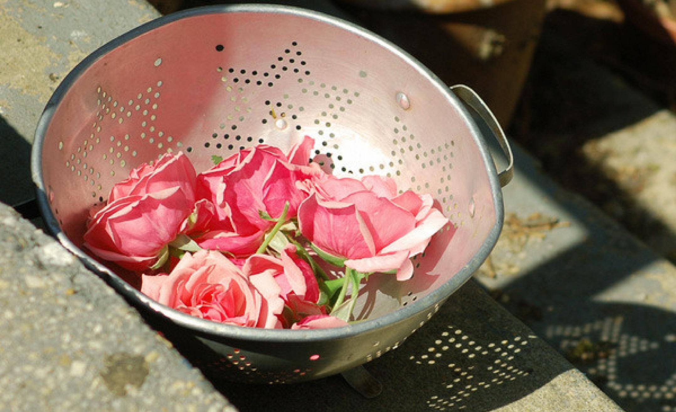 Dulceaţa de trandafiri. Reţeta tradiţională din patru ingrediente