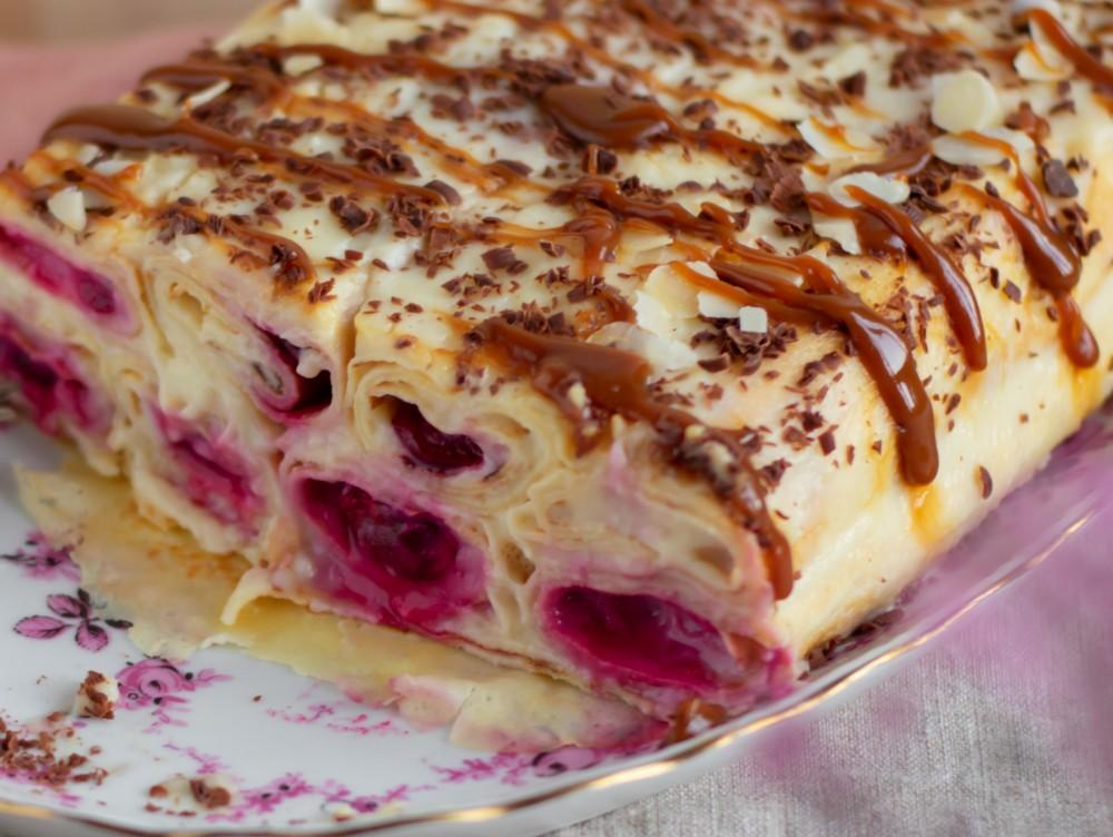 Budincă de clătite cu cireşe, desertul preferat de întreaga familie!