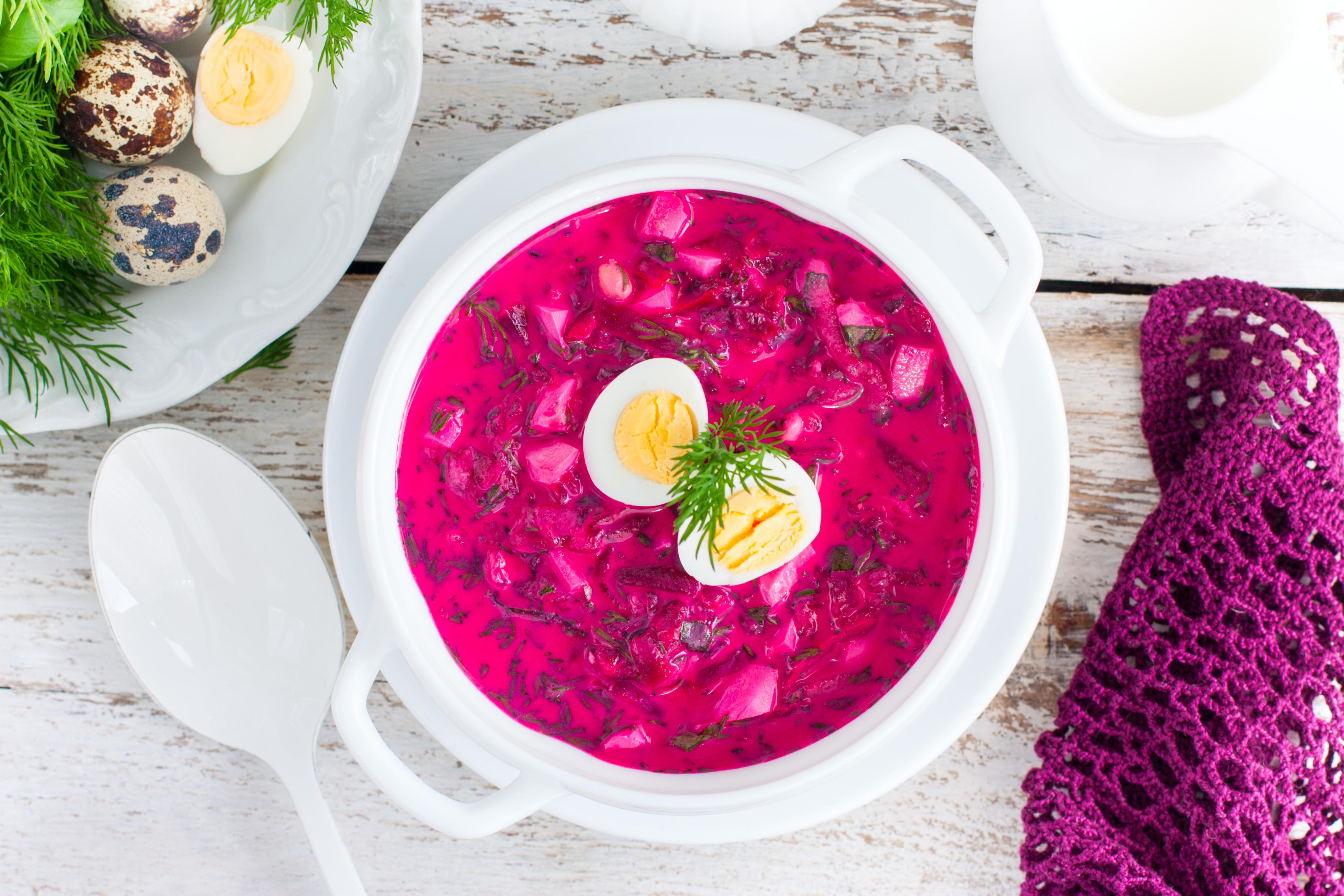Supă de sfeclă roşie cu iaurt