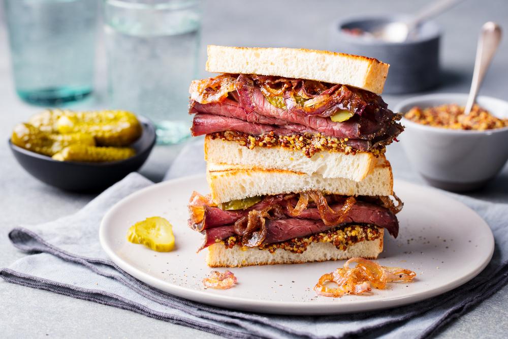 Cel mai iubit sandviş american are origini româneşti. Evreii din România au dus reţeta la New York