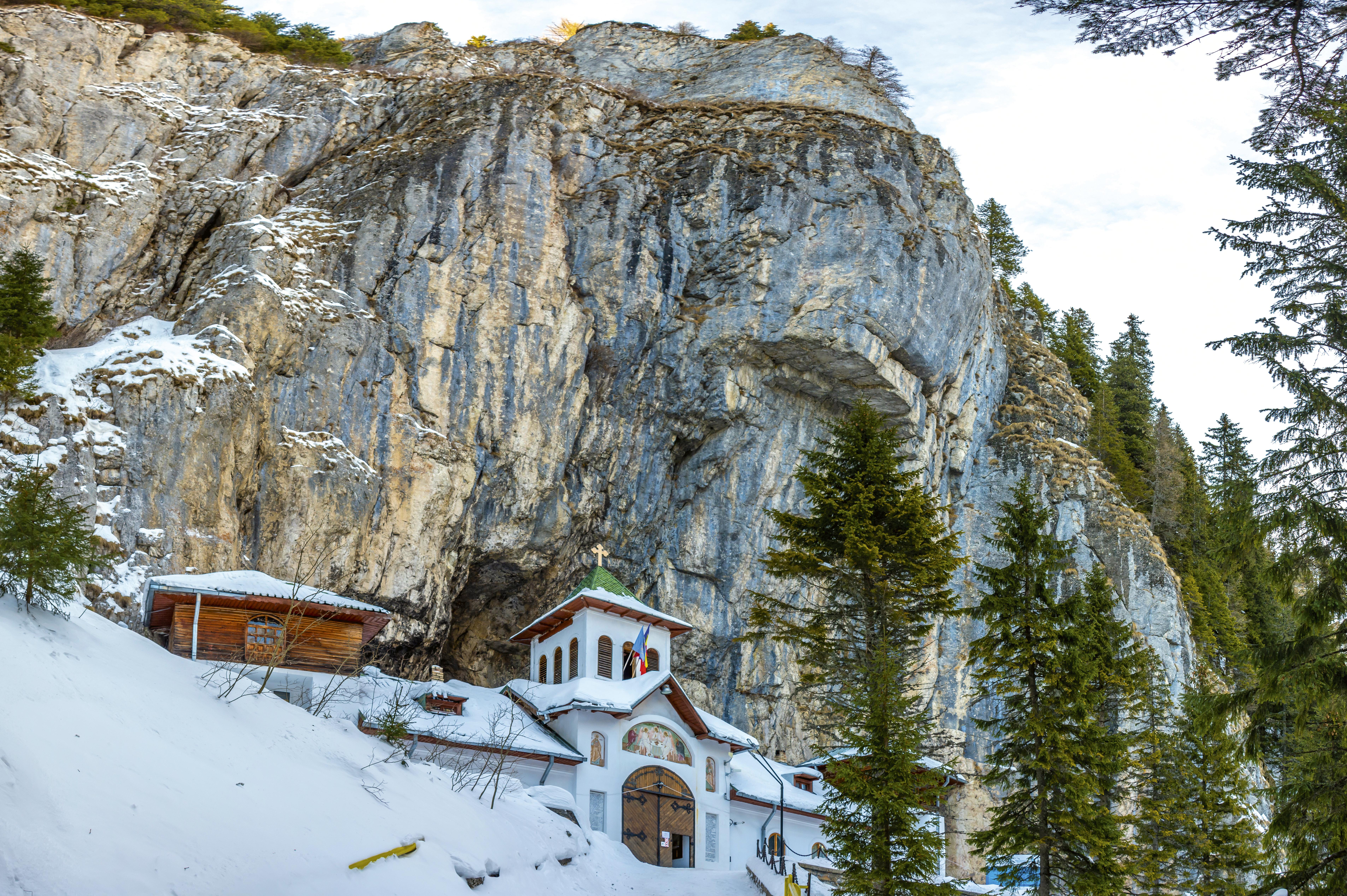 misterele-manastirii-pe
