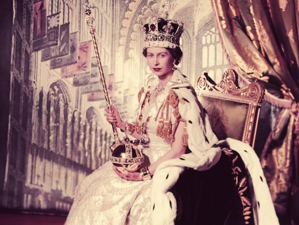 detine-6-recorduri-mondiale-vezi-ce-regina-este-cea-mai-bogata-