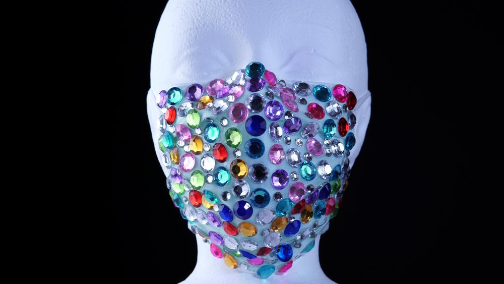 Cea mai scumpă mască de protecţie, din aur cu diamante. Costă mai mult decât câştigi într-o viaţă