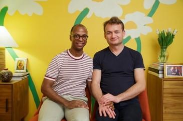 Un cuplu gay solicita Curtii Constitutionale sa ii fie recunoscuta casatoria si in Romania